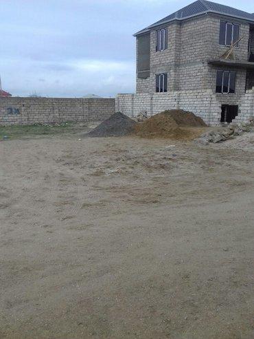 Bakı şəhərində hovsanda 6 sot kupcali torpaq sahesi satilit 3 terefin hasari var . so