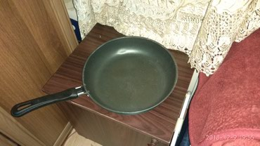 Bakı şəhərində Продается сковородка антипригарная почти новая