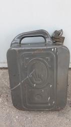 канистра-для-бензина-бишкек в Кыргызстан: Продаю канистру металлическую,12 литров,под бензин,цена 450 сом,Пишите
