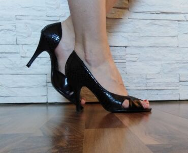 Cipele na stiklu - Srbija: Prelepe kozne cipele broj 38( standardni kalup) kupljene u