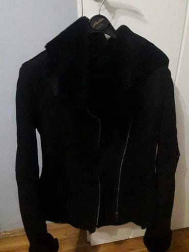 Krzneni kaputi - Novi Sad: Monton crne boje, pravo krzno i koža, veličina L, odgovara veličini