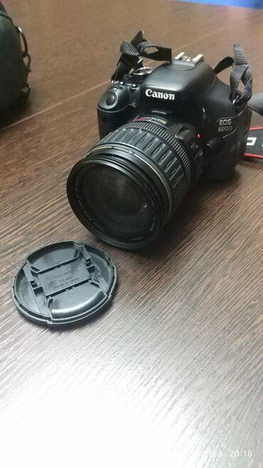 Фото и видеокамеры - Кыргызстан: Canon EOS 600D.  Состояние очень хорошее. Покупал для себя как для люб