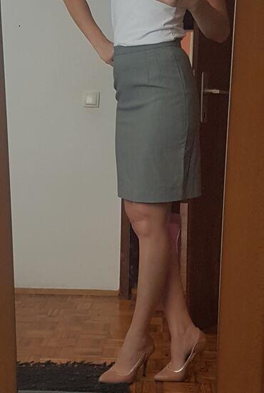 Siva poslovna suknja u odlicnom stanju. Vel 38