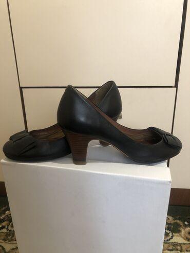 Кожаные туфельки от Clarks. Состояние как на фото, размер 35-36