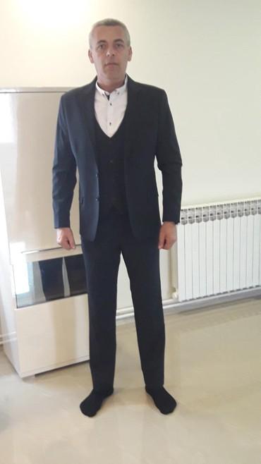 Muška odeća | Lazarevac: Teget odelo-NOVO. Obim ramena 45 cm,duzina rukava 64 cm. Pantalone