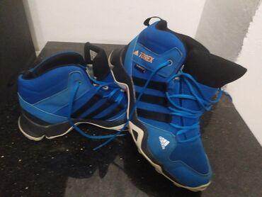 Dečija odeća i obuća - Novi Pazar: Adidas terrex cipele.Nosene jednu sezonu,bez ostecenja