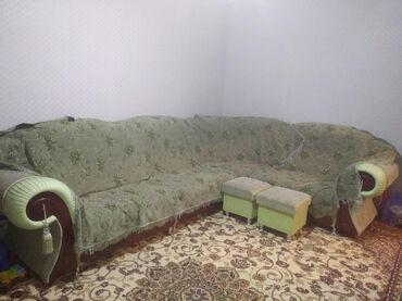 Диван+покрывала+специально для дивана стол 13000. Состояние отличное