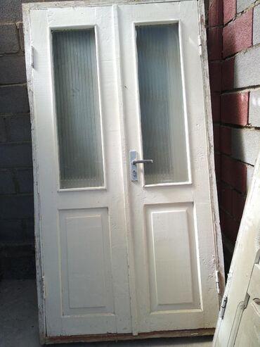 Ремонт и строительство - Кара-Балта: Продаю межкомнатные двери 2 штуки