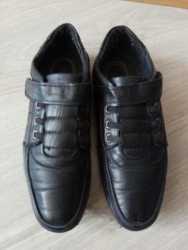 туфли черные 35 размера в Кыргызстан: Туфли на мальчика школьника б.у размер 35, нужно подклеить сбоку, есть