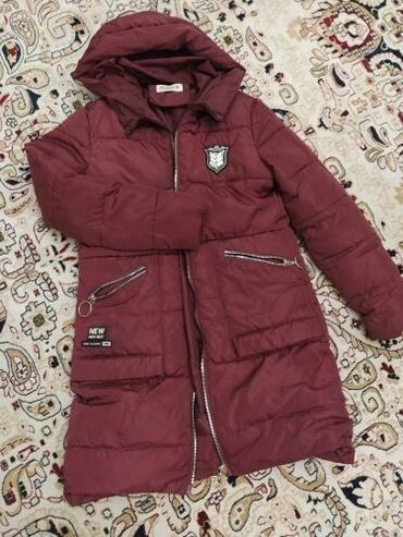 Продаю куртку обе ТОРГ ВОЗМОЖЕНБордовая куртка : размер М ЦЕНА 800
