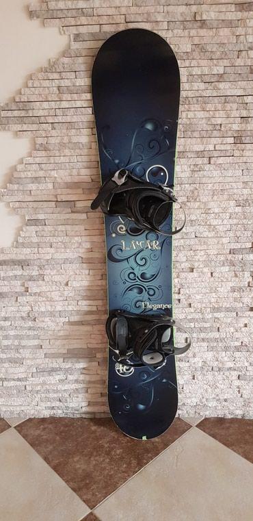 snoubord zhenskij в Кыргызстан: Сноуборд с креплениями. Б/у, состояние отличное, длина доски 138 см