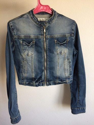 джинсова курточка в Кыргызстан: Женская укороченная джинсовая курточка 42-44. За 900с. Состояние
