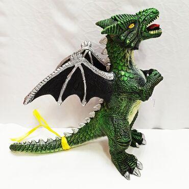Огромный резиновый дракон - чудовищная и величественная рептилия для