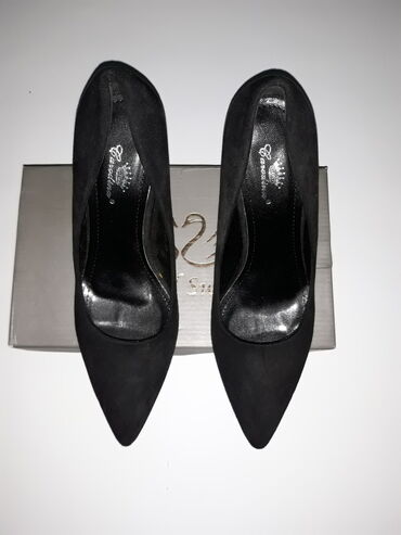 Cipele nikad obuvene, broj 39