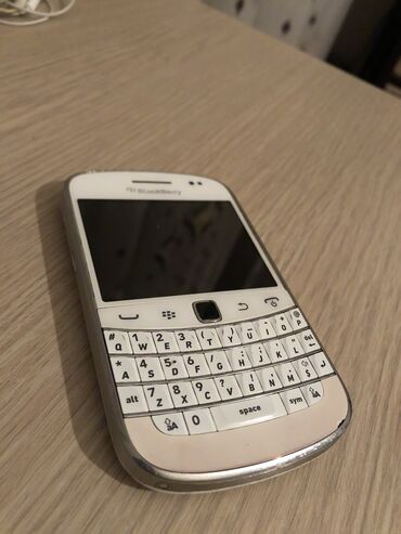 аккумулятор usb в Азербайджан: Ideal veziyyetde - Blackberry bold 9900 Ustada olmayibkorobkasi yoxdu