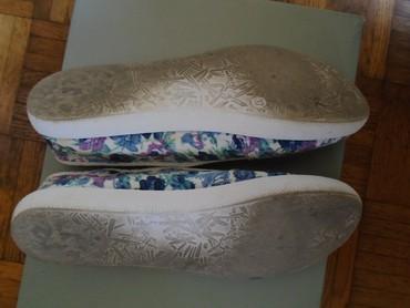 Differente platnene patikice floralnog printa, nošene, broj 37. - Beograd - slika 6