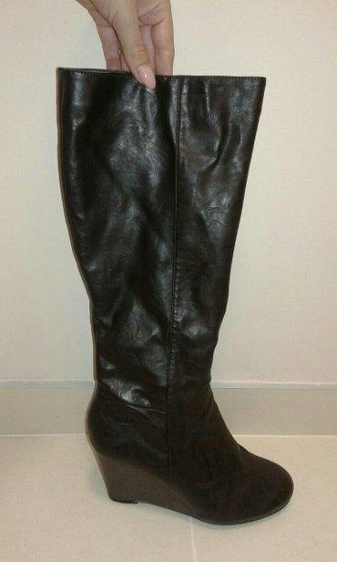 Nove  braon ženske čizme, broj 39. Obuvene du dva puta, eko koža sa or - Kragujevac