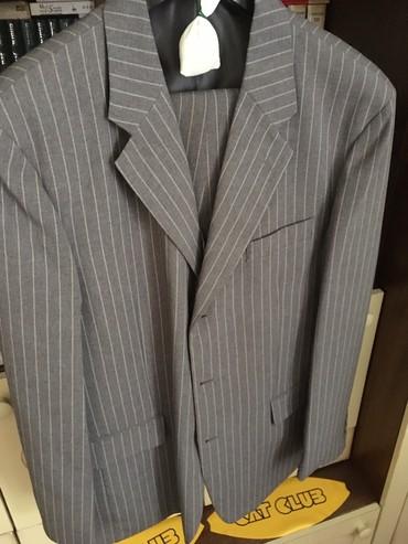 Bermude-sive-za-hladdane-sa-kaisem - Srbija: Novo muško odelo sa prslukom, sive boje sa belim prugama, klasičnog