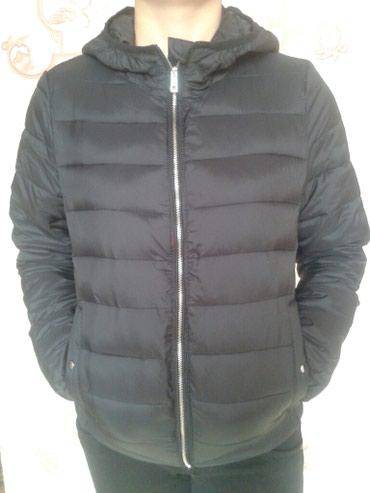 Черная короткая куртка, новая + брюки джинсовые в подарок)) в Бишкек