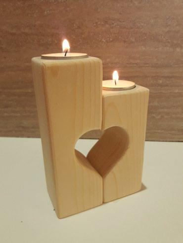 Nosac ukrasnih sveca - Svecnjak.  Za zaljubljene i one koji to jos - Kraljevo
