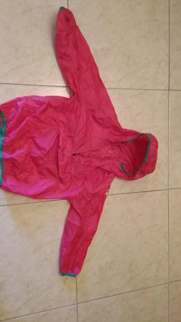 Αντιανεμικό μπουφάν που γίνεται τσαντάκι μάρκας Entirel αγορασμένο από