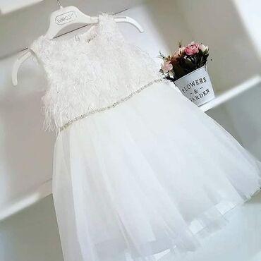 Preslatka haljinica sa svetlucavim perjem, duplom postavom i tri sloja