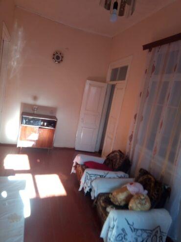 - Azərbaycan: Satılır Ev 360 kv. m, 3 otaqlı