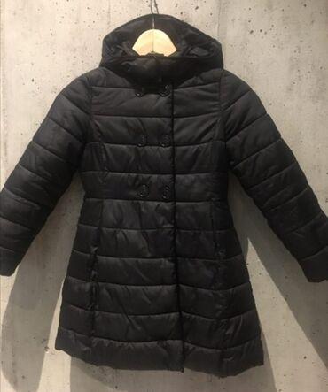 Dečija odeća i obuća - Nova Pazova: Perjana jakna Beneton 3/4 dužine predivnog strukiranog kroja ima duplo