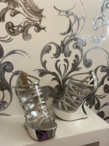 | Kragujevac: Sive italijanske sandale, jednom obuvene. Bez vecih oštećenja