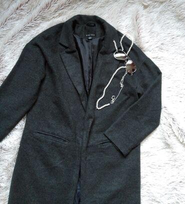 Odlican Amisu sivi oversized dugacki kaput, u perfektnom stanju
