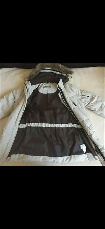 Zimska jakna . Jako topla . Kupljena u Svajcarskoj . Obucena mozda
