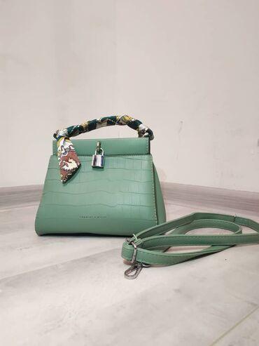 Продаю сумочку, очень компактная, нежно мятного цвета