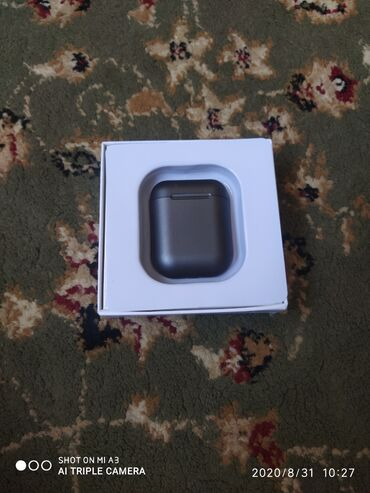 ear pods в Кыргызстан: Срочно !!!! продаю Air pods Lux реплика левое ухо не работает