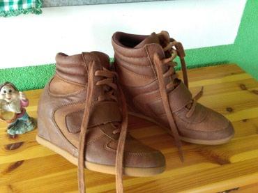 Cipele sa skrivenom.petom ,jednom nosene vidi slike,39 pise broj al je - Sombor