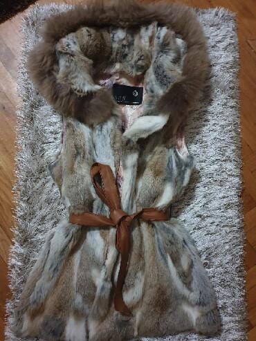 Prsluk od - Srbija: Prodajem prsluk od pravog krzna. Tačnije krzno je od zeca. Veličina L