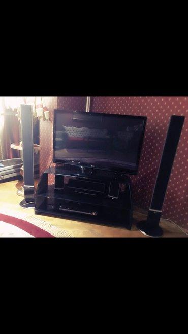 Bakı şəhərində Lg televixoru,130 ekran,iki boyuk kolonkasi var,3 kicik kolonkasi var,