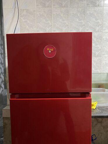 Б/у Двухкамерный Красный холодильник
