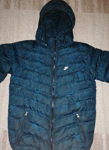 Farmerice plave tamno - Srbija: Nike jakna unisex Nike tamno plava jakna  Kao nova, nema oštećenja, to