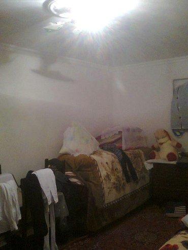 Xırdalan şəhərində Xirdalanda màrkàzdà 1. 5 sotda 2 otaqli  orta tàmirli hàyàt evi