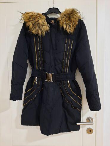 Prelepa zimska jaknakao nova je. Krzno se skida. L-xl