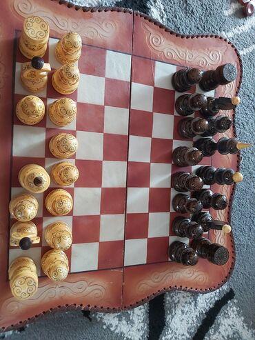 Шахматы - Кыргызстан: Продаю шахматы ручной работы, кожа сост отл, не пользовались Цен