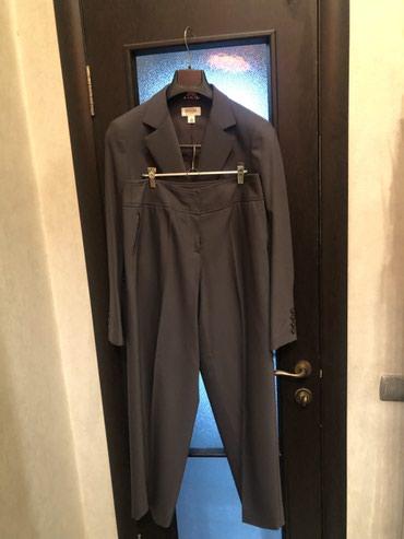 Брючный костюм, цвет хаки. 48-50 производство Япония . в Бишкек