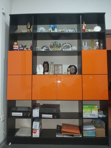 СРОЧНО продаю офисные шкафы, двери и пуфики
