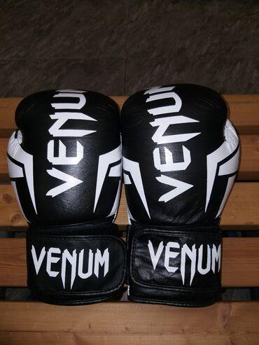 Перчатки - Бишкек: Срочно! Продаю!!! Свои бойцовские профессиональные перчатки. в связ