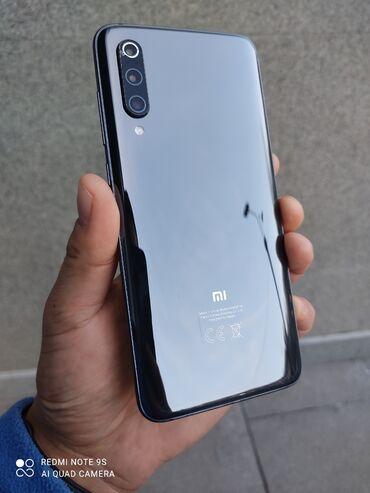 шикарное маленькое черное платье в Кыргызстан: Б/у Xiaomi Mi 9 128 ГБ Черный