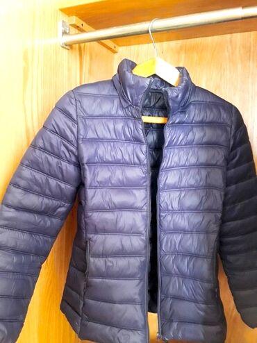 Продаю демисезонные женские куртки. Размер 42-44. Носила 1 сезон. Курт