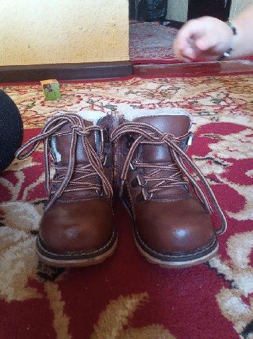 Детская обувь в Кок-Ой: Теплая сапожка. Одели недели, нам стало маловато. состояние как