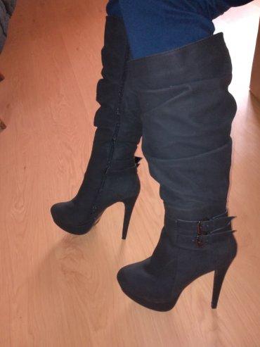 Crne cizme sa visokom stiklom broj 40 - Pancevo