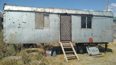 audi 100 2 8 ат в Кыргызстан: Продаю вагон, 2 комнаты. Находится в жилмассиве Биримдик