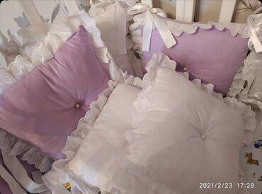 Бортики для детской кровати и ортопедическая подушка для детей в